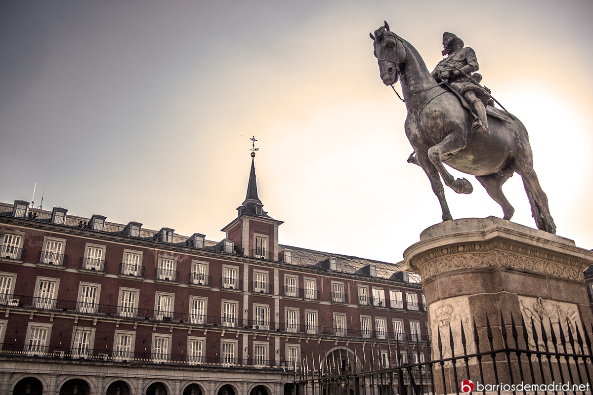 monumento felipe iv plaza mayor madrid