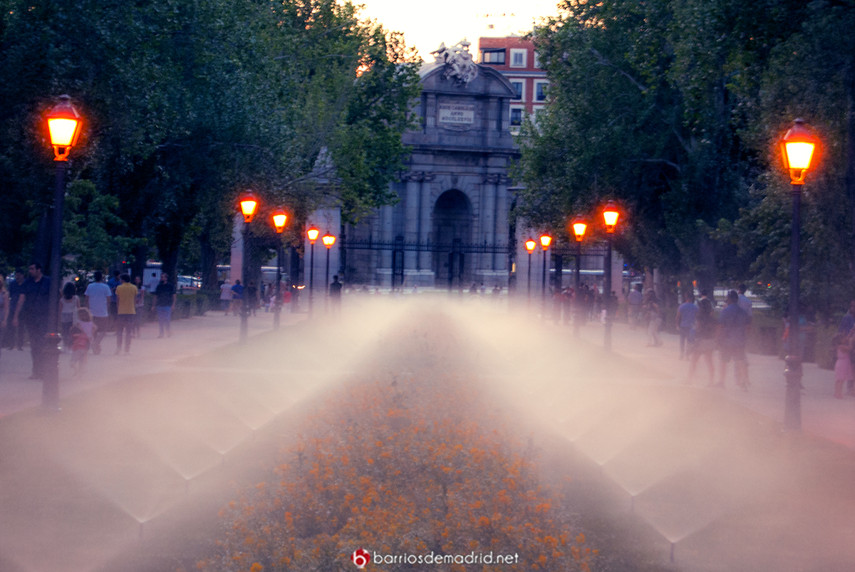 retiro puerta alcala noche