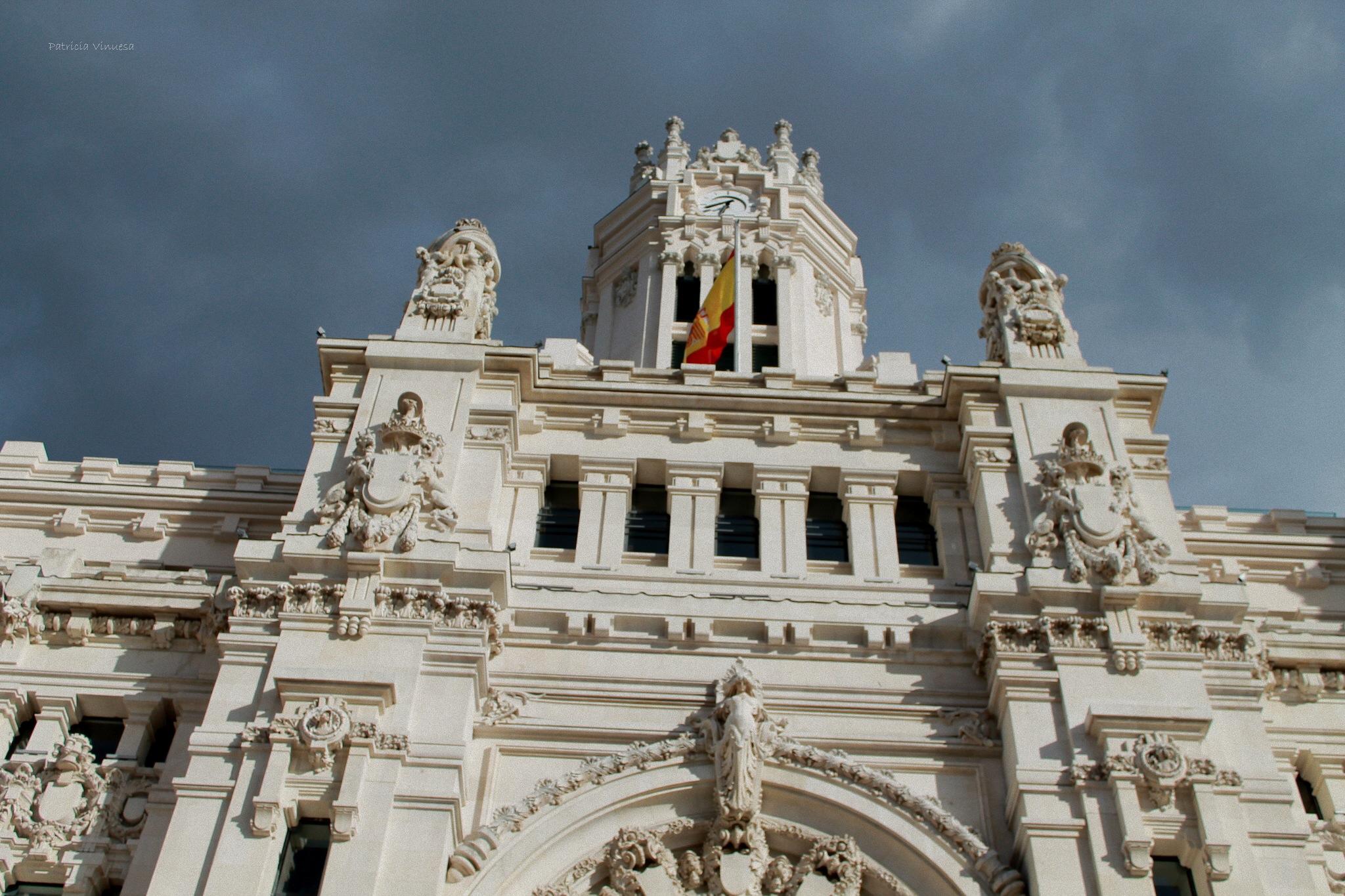 Un día nublado de abril, se trata del Palacio de Correos. Foto de @pattvh_