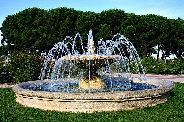@MadridLaCiudad  Fuente Primavera de la Rosaleda. Parque del Oeste. Madrid