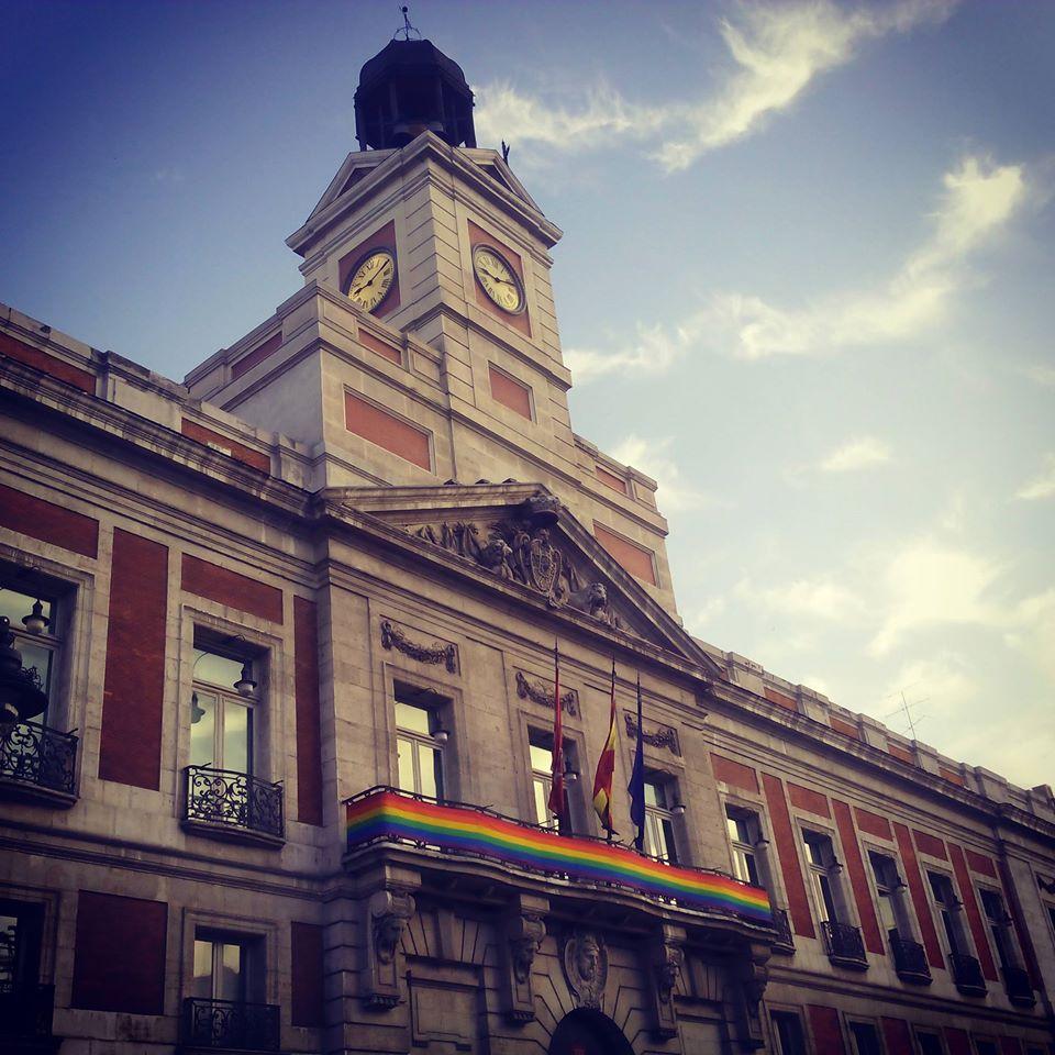 orgullo gay madrid 2015 puerta del sol bandera