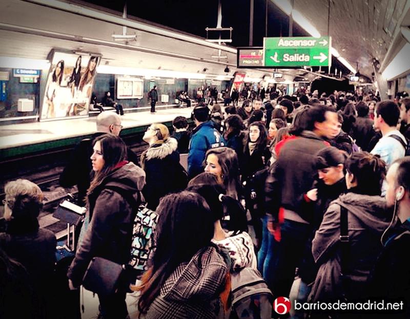 metro madrid personas multitud mucha gente