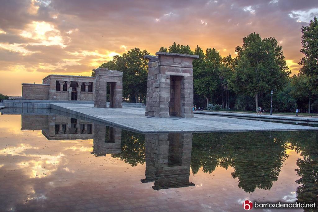 puesta de sol romantica templo de debod