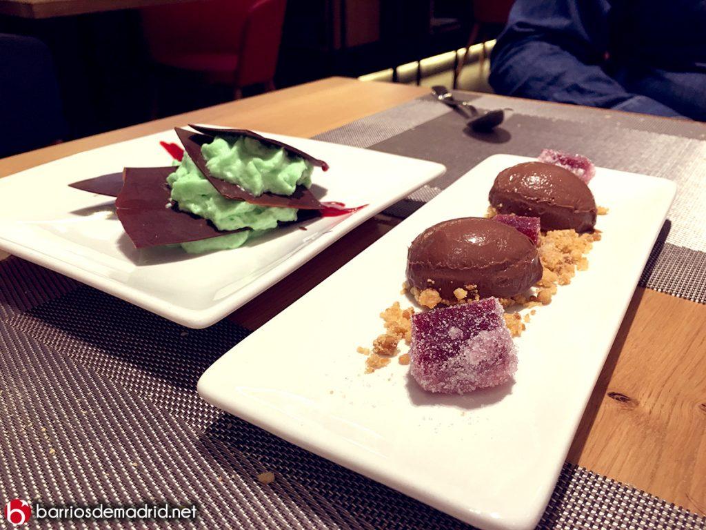 deconstrucción de after eight plato de milhojas de chocolate con crema de menta y Cremoso de chocolate con crumble de avellana y gominola de frambuesa