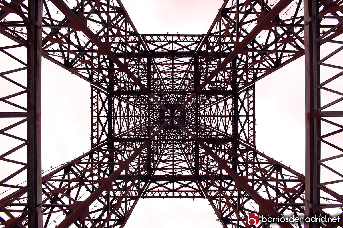 torre eiffel abajo