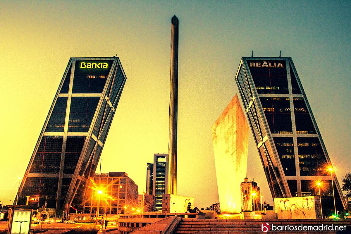 torres kio noche puerta de europa
