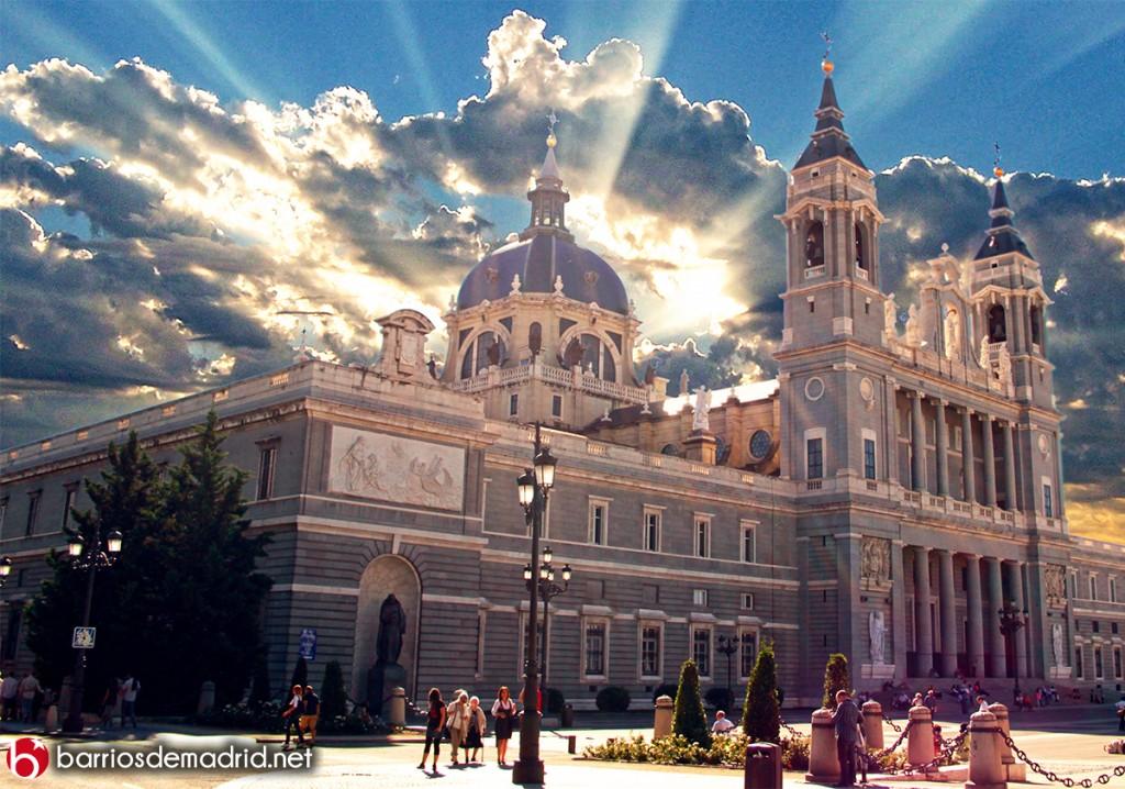 catedral almudena madrid atardecer