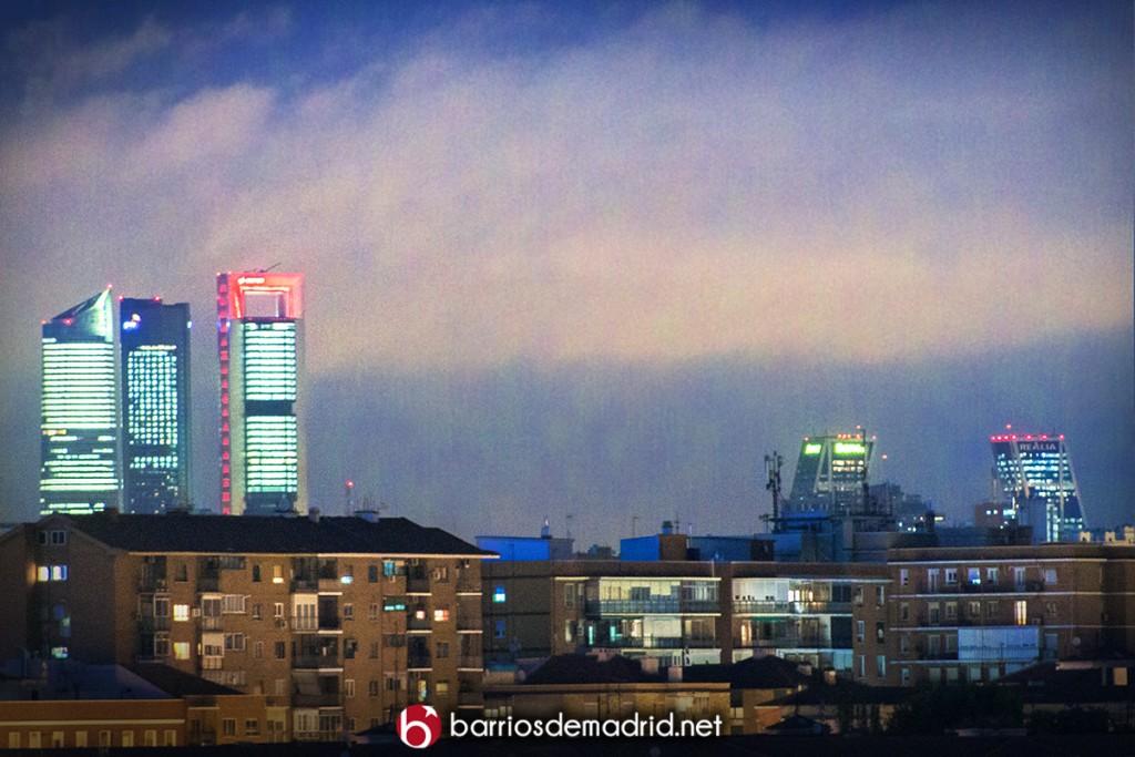 skyline madrid noche cuatro torres kio