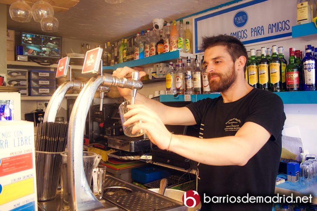 bar penalti camarero cervecería madrid