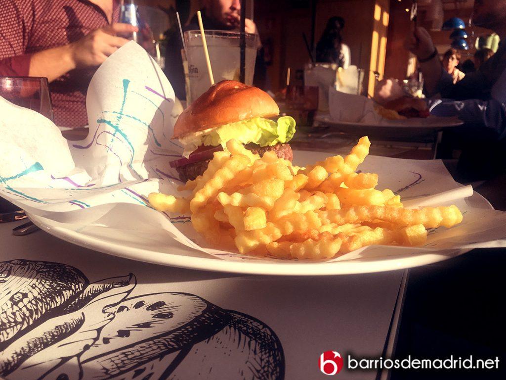 hamburguesa en restaurante sol