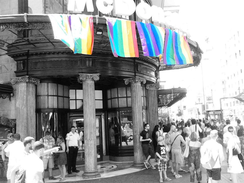 orgullo gay madrid gran via mcdonalds